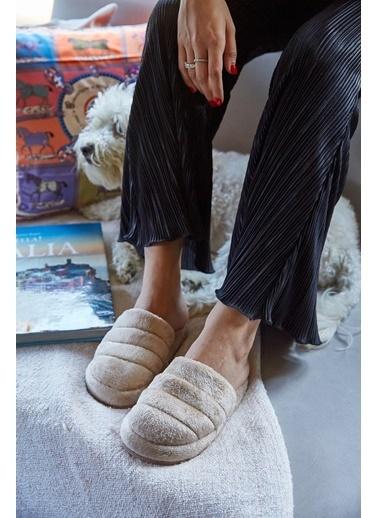 Arma Shoes Kadın Peluş Kapalı Ev Terliği Bej